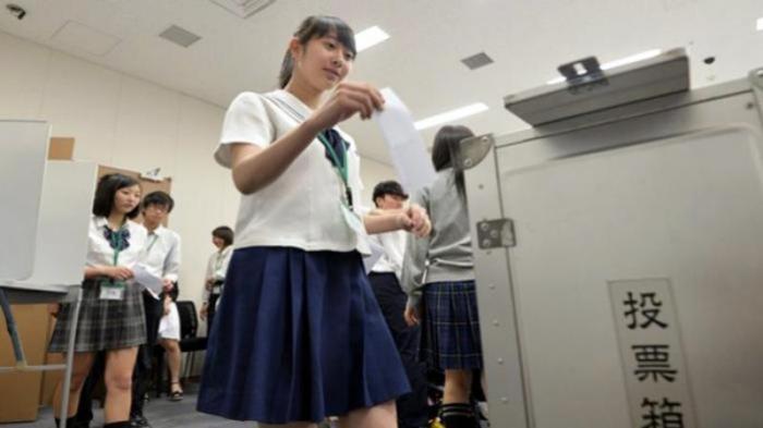 Di Nagasaki Jepang Pakaian Dalam Pelajar Sekolah Menengah Ditetapkan Berwarna Putih